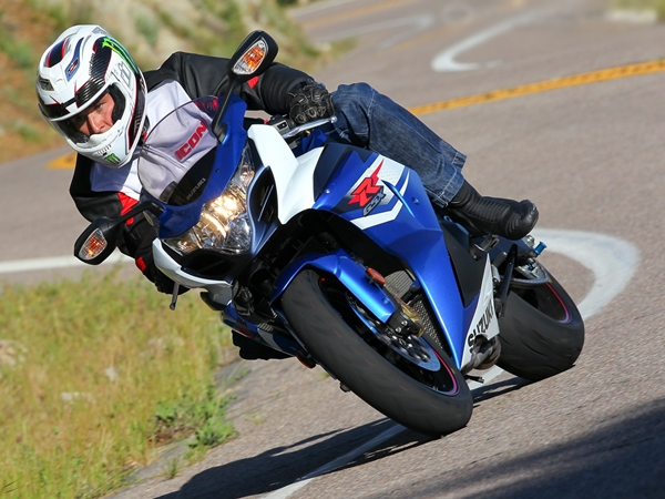 Suzuki GSXr 1000 Full Specifications and Review (5)