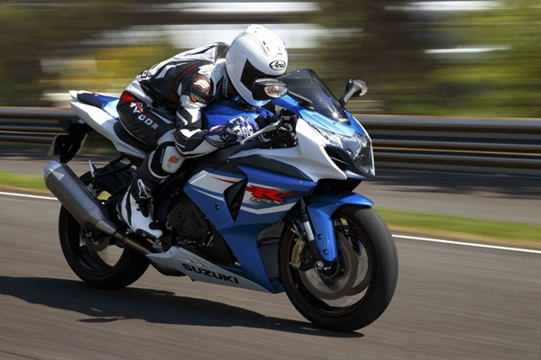 Suzuki GSXr 1000 Full Specifications and Review (9)